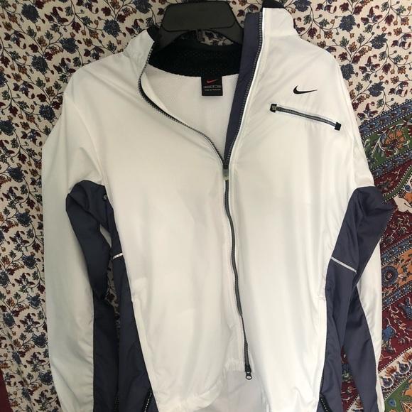c110a9066313 Nike White   Blue Hoodless Windbreaker. M 5b8317e4aaa5b8243a7f5531